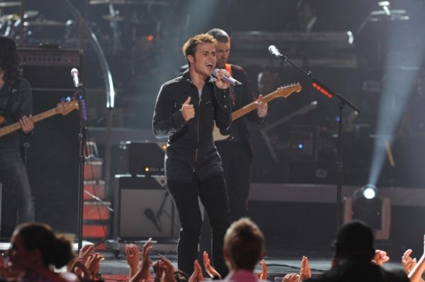 Season eight American Idol Kris Allen at American Idol Finale On Stage!