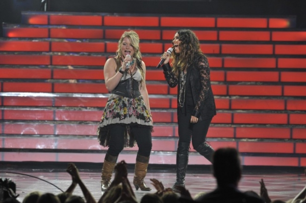 Alanis Morissette and Idol finalist Crystal Bowersox