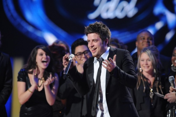 Lee Dewyze Celebrates Win at American Idol Finale On Stage!