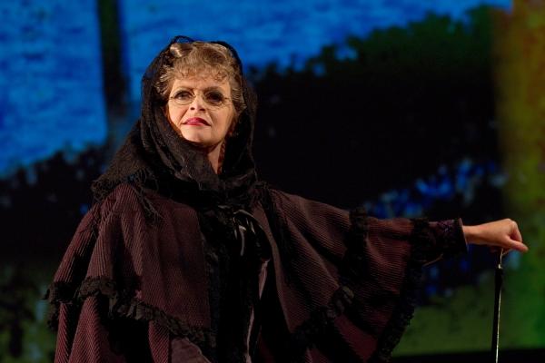 Maureen Torsney-Weir as Old Lad