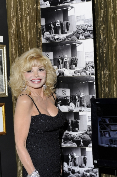 Loni Anderson with image of Monroe