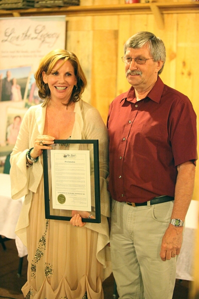 DeSmet Mayor Gary Wolkow presents the proclamation to Melissa Gilbert