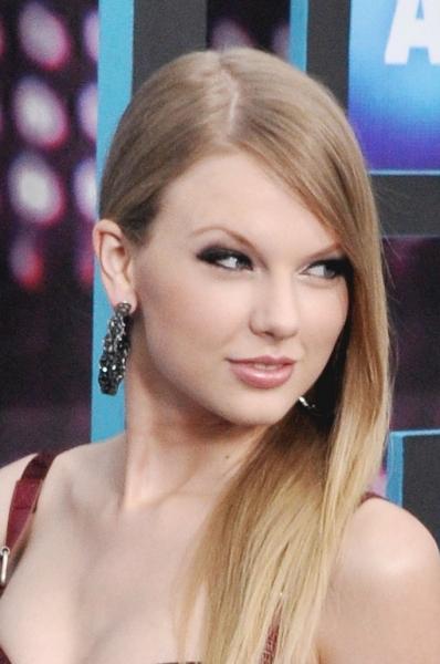 Photos: CMT Awards Red Carpet Arrivals!