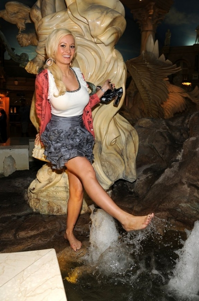 Photo Coverage Holly Madison Sells Tix to PEEPSHOW for Animal ...