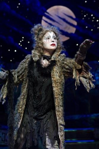Photo Flash:  Lea Salonga as Grizabella