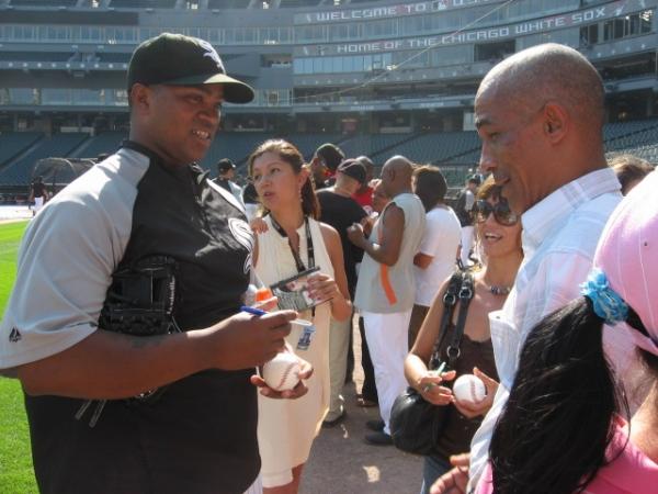 Photo Flash: Teatro Buendia Meets Chicago White Sox