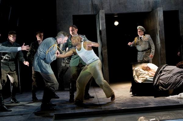 Max Schadler (Ensemble), Michael Underhill (Ensemble), James Waterston (Iago), Jeremy Photo