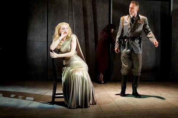 Marianna Bassham (Desdemona), Adrianne Krstansky (Emilia), James Waterston