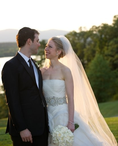 Marc Mezvinsky (L) and Chelsea Clinton
