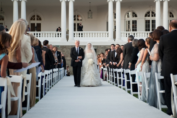 Bill Clinton (L) walks Chelsea Clinton down the aisle
