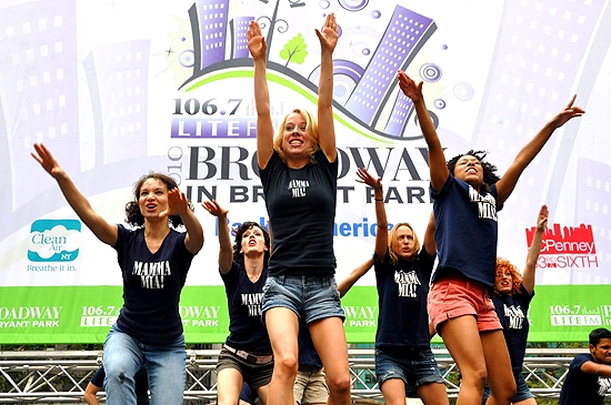Photo Coverage: LA CAGE, IDIOT, WEST SIDE STORY & More Play Broadway in Bryant Park!