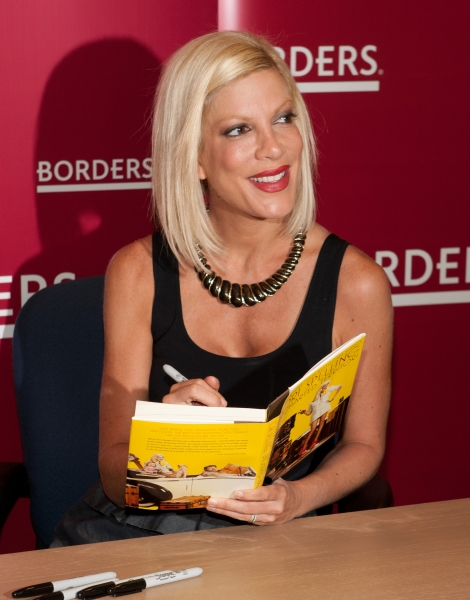 Photo Coverage: Tori Spelling Promotes New Book