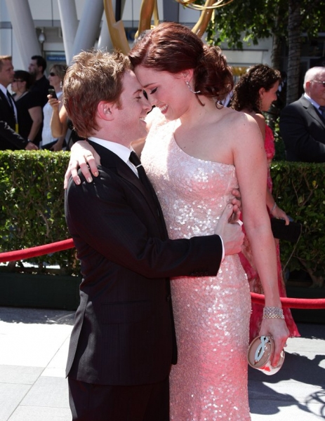 Seth Green and Clare Grant  at Chenoweth, Cumming, Harris, GLEE & More at the 2010 Creative Arts Emmy Awards