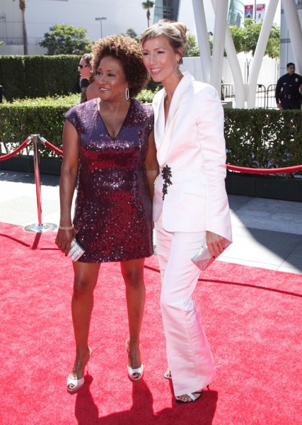 Wanda Sykes and Alex Sykes at Chenoweth, Cumming, Harris, GLEE & More at the 2010 Creative Arts Emmy Awards