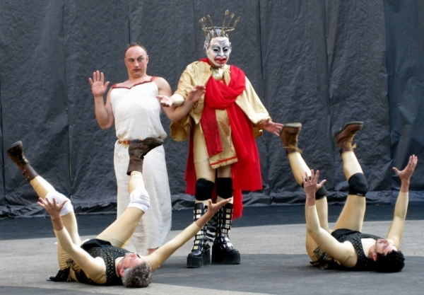 Tony Naumovski and Jaime Carrillo (in mask); (on the ground, left-right): Zorikh Lequidre and Alejandro Santoni