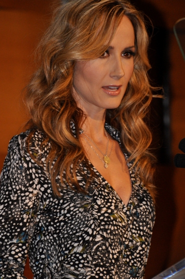 Chely Wright presents the Corporate Responsibility Award to American Airlines Photo