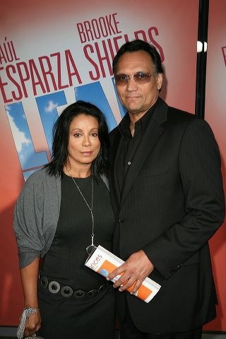 Wanda De Jesus (L) and Jimmy Smits