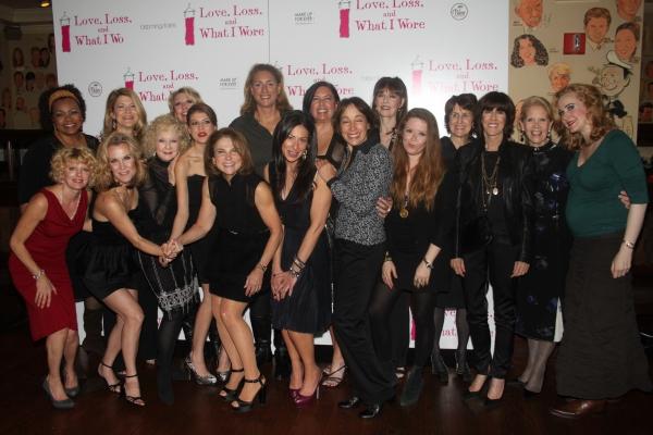 Nora Ephron, Tovah Feldshuh, Penny Fuller, Natasha Lyone, and Current Cast Members al Photo