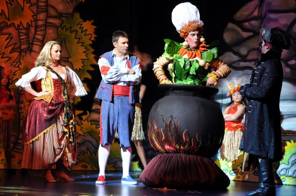 Jennifer Ellison, Jonathan Wilkes and cast at Regent Theatre's ROBINSON CRUSOE AND THE CARIBBEAN PIRATES