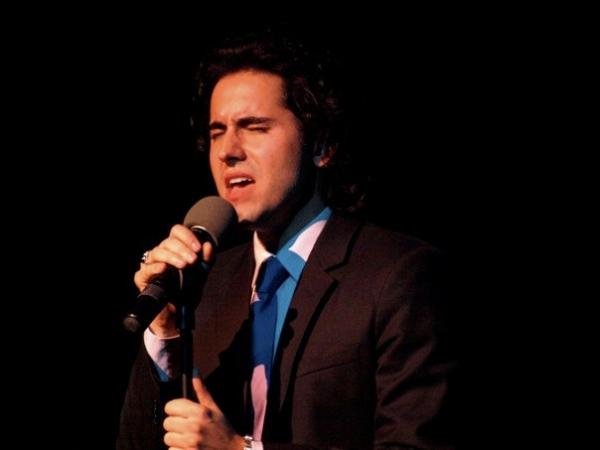 Photo Flash: John Lloyd Young Performs At Actors Fund Benefit