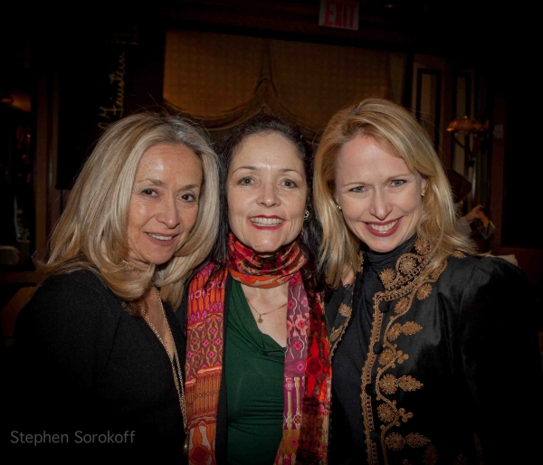 Photo Coverage: Raissa Katona Bennett Opens at FEINSTEINS