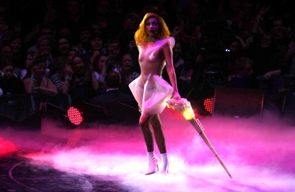 Photo Flash: Liza Minnelli Meets Lady Gaga at Madison Square Garden!