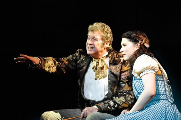 at Michael Crawford & Danielle Hope to Depart UK WIZARD OF OZ Feb. 5