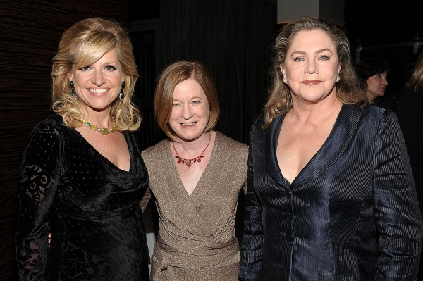 Mindy Grossman, Julie Crosby, Kathleen Turner  Photo