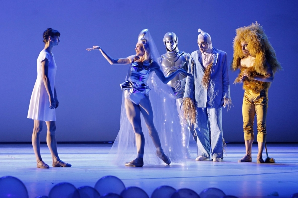 Polina Semionova as Dorothy Nadja Saidakova as  Artur Lill as Blechmann Federico Spallitta as Scarecrow and Vladislav Marinov as Loewe