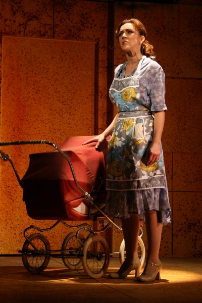 Photo Flash Andrea Mcardle And Daughter In Theatreworks