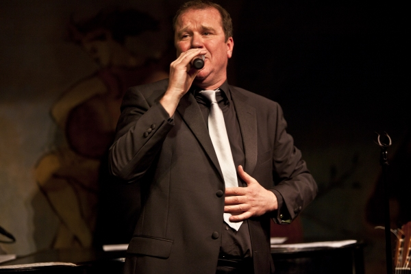 Photo Coverage: Douglas Hodge Opens at The Carlyle