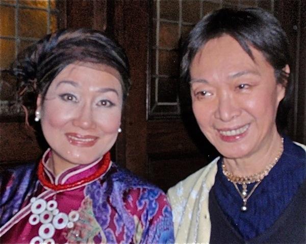 Nguyen thi Minh Ngoc and Tisa Chang Photo