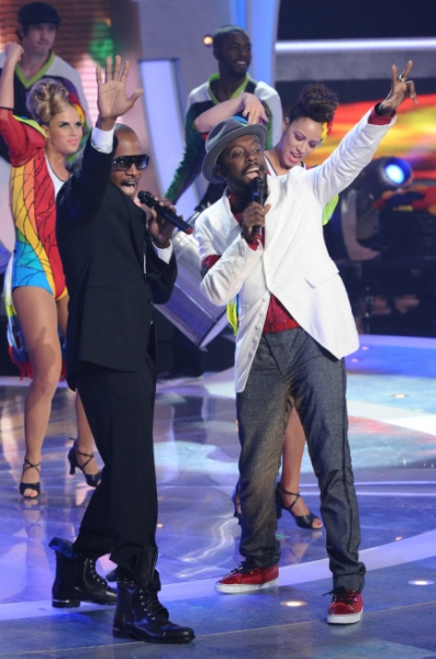 Jamie Foxx and will.i.am  at Last Night's AMERICAN IDOL Results Show!