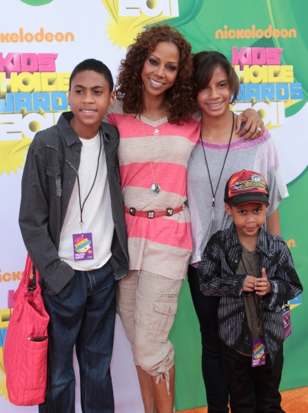Holly Robinson Peete, Family