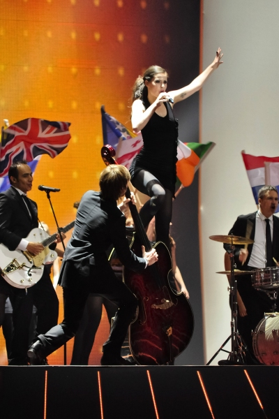 Lena and Stefan Raab perform the 2010 winner song 'Satellite'