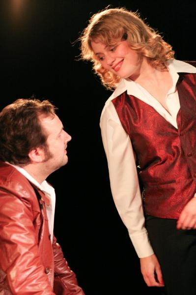 Duke (Joseph Stearns) explains his injuries to Linda (Elizabeth Bagby)