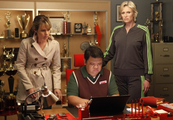 Jane Lynch, Jessalyn Gilsig, Kent Avenido at Photos and Audio: Tonight on GLEE- FUNNY GIRL, Redding and More!