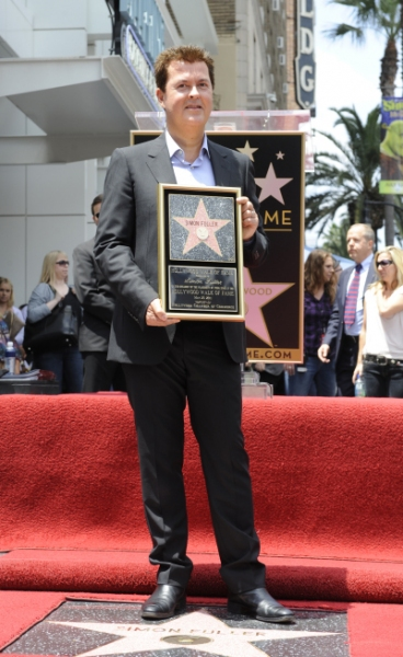 Photo Flash: AMERICAN IDOL Finalists Visit Walk of Fame