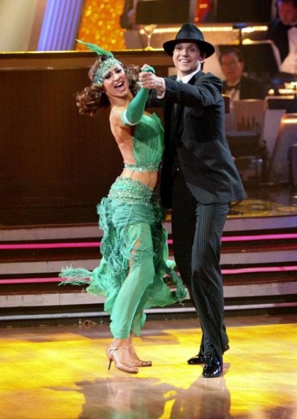 Photo Flash: Hines Ward Wins DANCING WITH THE STARS!