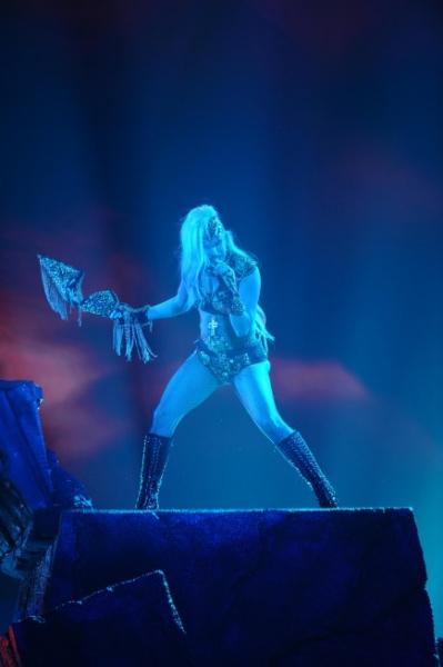 Photo Flash: AMERICAN IDOL Season Finale - Lady Gaga, Beyonce, & More!