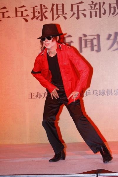 Photo Flash: Wang Jie Impersonates Michael Jackson in Bejing