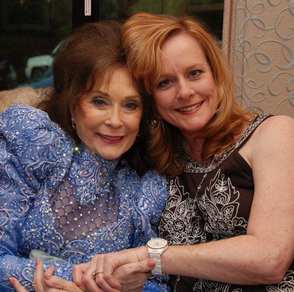 Loretta Lynn and Mary McDonough