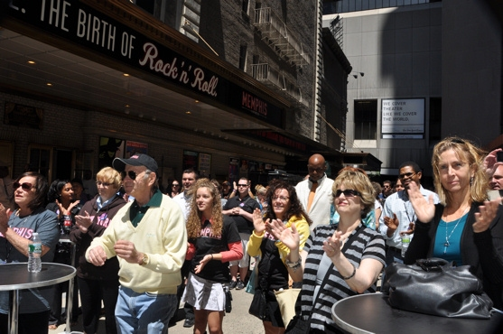 Gianna Trotter and the crowd in Shubert Alley