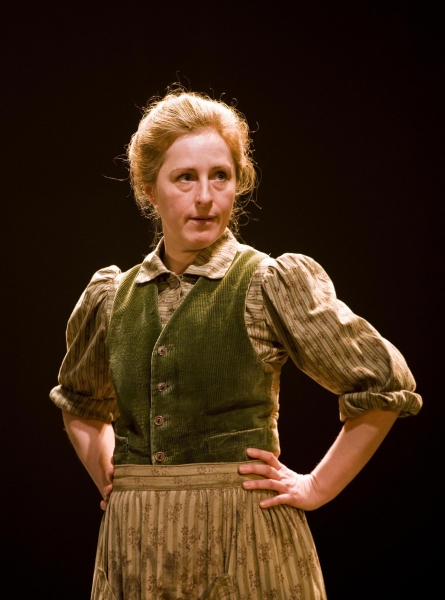 Rose Narracott (Nicola Stephenson)