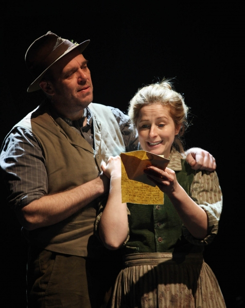 Ted Narracott (Andy Williams) and Rose Narracott (Nicola Stephenson)