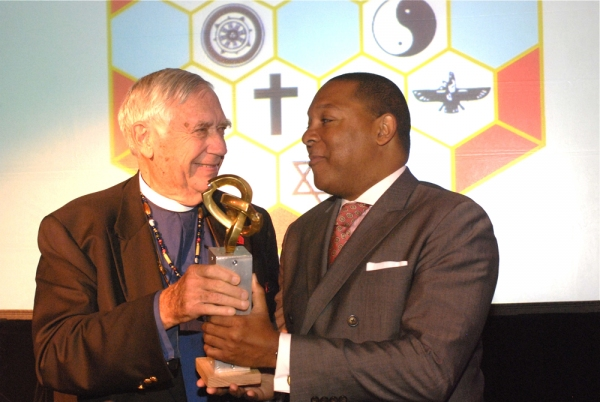 Wynton Marsalis receives Interfaith Award from The Very Rev. James Parks Morton at Wynton Marsalis Honored by Interfaith Center of NY
