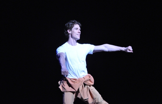 Stephen Hanna at BILLY ELLIOT Welcomes 1.5 Millionth Audience Member!