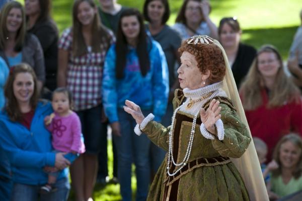 Anne Serle as Queen Elizabeth