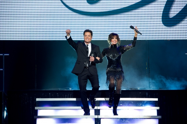 Photo Flash: DONNY & MARIE Light Up Toronto Skyline...