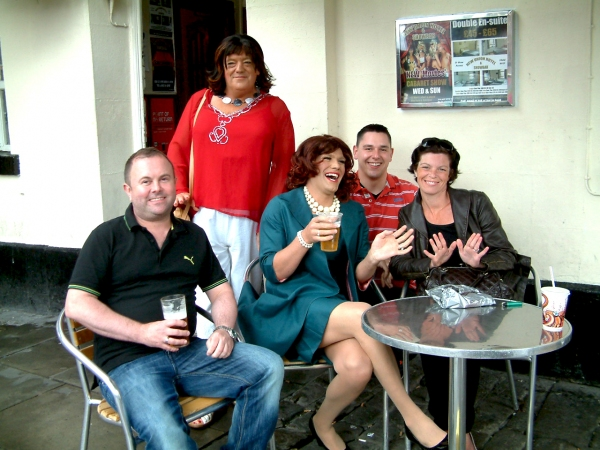 Photo Flash - DIE, MOMMIE, DIE! UK Production - Angela Arrives in Manchester